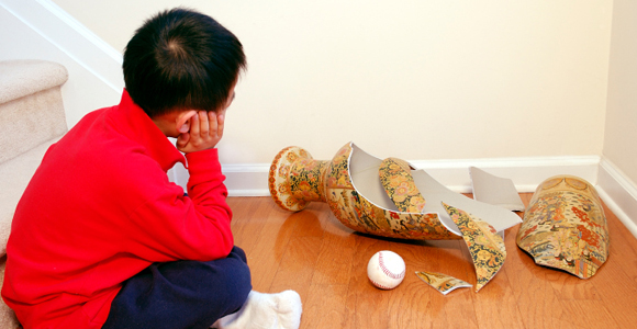 Haftpflichtversicherung Vergleich – die wichtigste Versicherung für Privatpersonen. kind-vase-kaputt