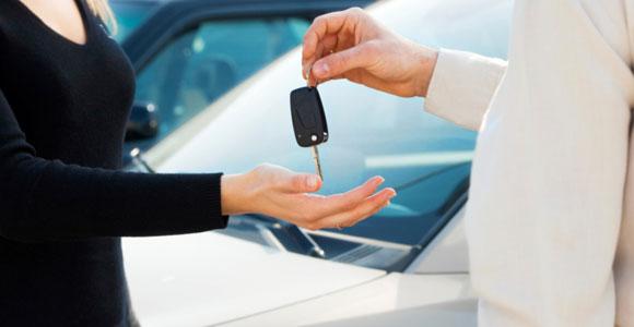 Ohne Kredit ist ein Auto für die meisten unterschwinglich