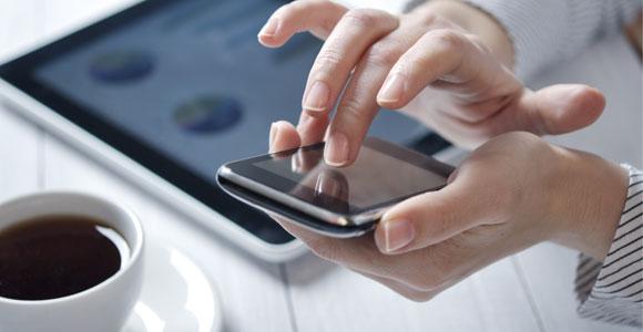 Smartphones und Tablets als Stromfresser. Der Stromverbrauch von Smartphone und Tablet ist nicht so hoch, wie viele Verbraucher befürchten.