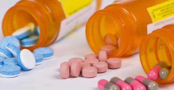 Gebührenbefreiung bei der gesetzlichen Krankenversicherung. In der regel muessen Kassenpatienten 10 % der Kosten fuer Medikamente und medizinische Leistungen uebernehmen.