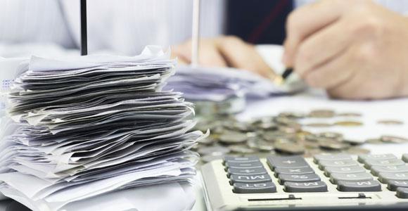 Wer seine Finanzen im Blick behaelt, vermeidet das Abrutschen in die Schuldenfalle.