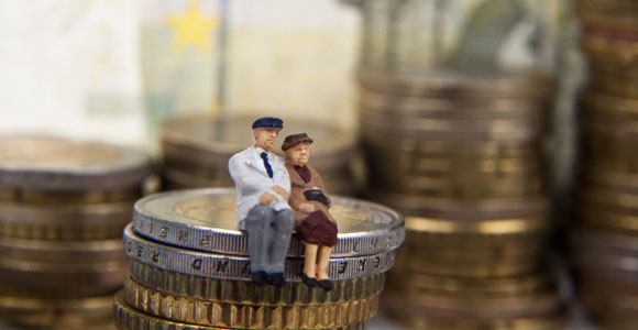 Steuer-Spezial: Steuertipps für Rentner. Immer mehr Menschen muessen auch im Ruhestand noch eine Steuererklarerung einreichen.