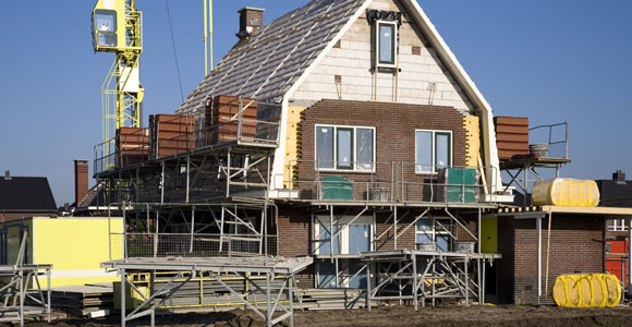 Damit der Hauskauf nicht zum finanziellen Ruin wird, darf man die Nebenkosten nicht aus dem Blick verlieren.