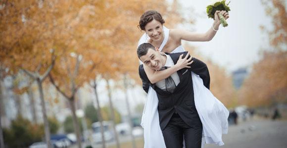 Mit Erholung hat die eigene Hochzeit meist wenig zu tun. Deswegen gibt es fuer dieses Ereignis oft einen Tag Sonderurlaub.