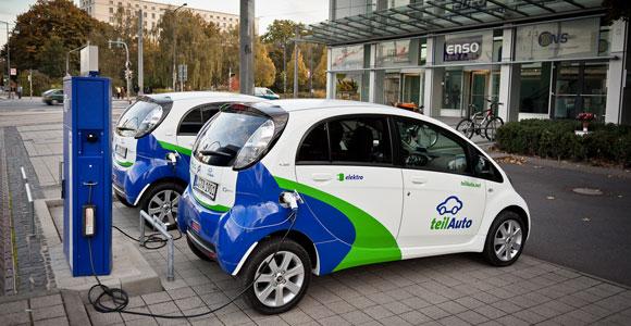 Das Prinzip Carsharing. Carsharing erlebt in Deutschland derzeit einen regelrechten Boom. Vor allem in Grossstaedten nutzen immer mehr Menschen die Gemeinschaftsautos.