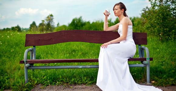 Unsinnig versichert? Diese Versicherungen braucht definitiv niemand. Man kann ja nie wissen, was am Tag der Hochzeit alles passiert, da schliesst man doch besser mal eine Hochzeitsruecktrittskosten-Versicherung ab, oder ..?