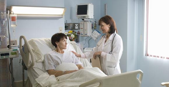 Viele Patienten wissen nicht, welche Leistungen ihnen über die gesetzliche Krankenversicherung zustehen und welche zusätzlichen Versicherungen sinnvoll sind.