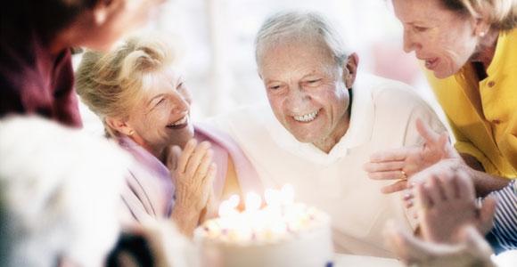Wie geht die Welt mit ihren Senioren um? Nicht ueberall koennen alte Menschen ihren Lebensabend entspannt geniessen.