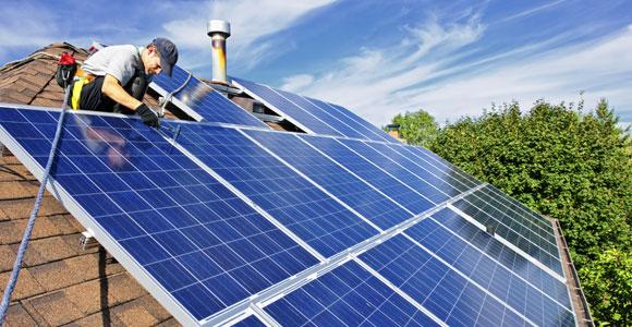 Kauf und Installation einer Solaranlage sind teuer. Wer eine Anlage mietet kann diese Kosten umgehen.