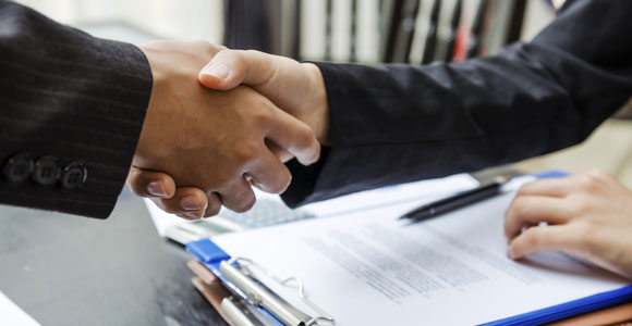 Mit einer außergerichtlichen Einigung kann ein Insolvenzverfahren vermieden werden.