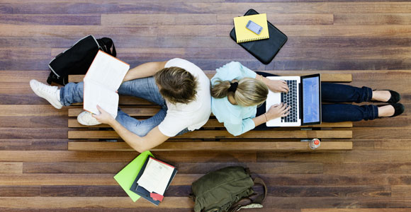 Was kostet ein Studium?. 570, - Euro im Monat. Diesen Betrag braucht ein Student in Deutschland mindestens, um ueber die Runden zu kommen.