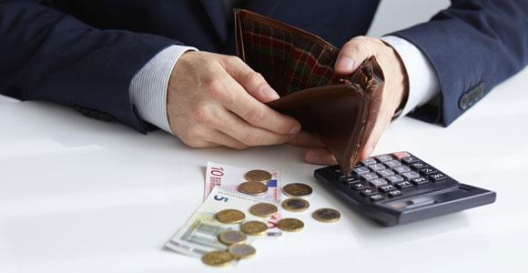 Wenn das Geld nicht mehr reicht, um die Schulden zu begleichen, kann eines Tages der Gerichtsvollzieher vor der Tuer stehen.