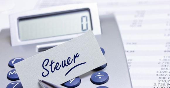 Legale Steuertricks für Jedermann. Mit einigen legal Tricks laesst sich die Steuerlast deutlich senken.