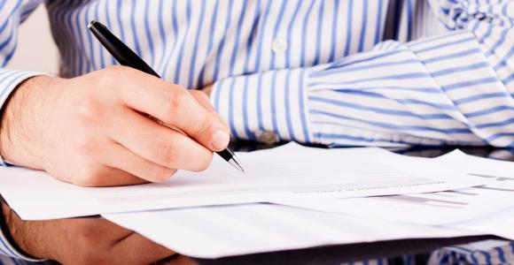 Bestandteil vieler Versicherungsanträge sind detaillierte Gesundheitsfragen, die nicht übereilt beantwortet werden sollten.