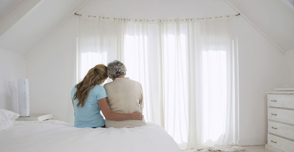 Wer sich um pflegebeduerftige Angehoerige kuemmert, soll kuenftig besser unterstuetzt werden.