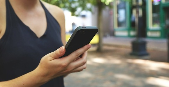 Apps zählen die Schritte, erinnern an die Einnahme von Medikamenten und vieles mehr. Positives Verhalten lohnt sich nicht nur für den Nutzer, sondern auch für die Versicherer.