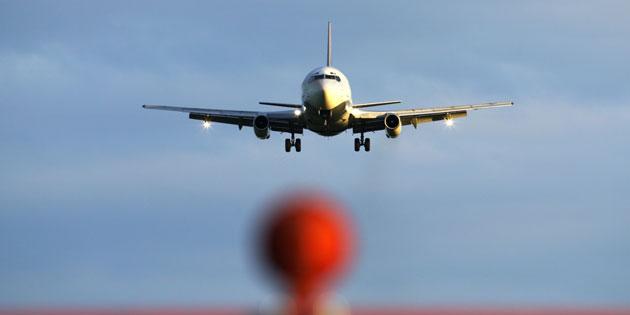 Emissionen kompensieren – sinnvoll oder Humbug?. Wie sinnvoll ist es den CO2-Ausstoss des Urlaubsflugs zu kompensieren?