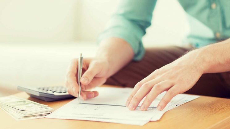 Unterschiedliche Kreditarten: Annuitätendarlehen, Ratenkredit und endfälliges Darlehen. Unterscheidung: Annuitätendarlehen, Ratenkredit und endfälliges Darlehen