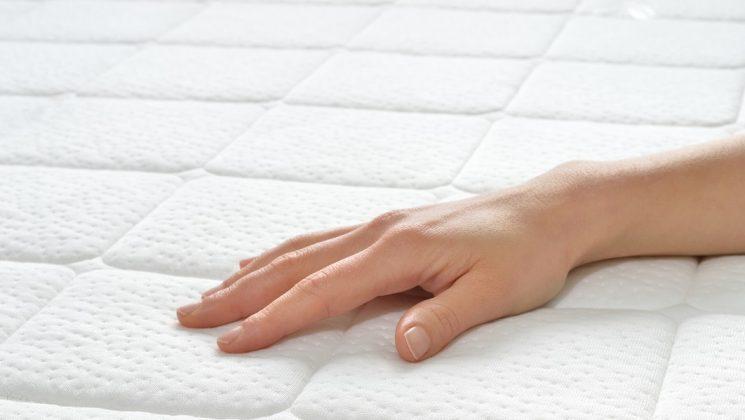 Sauber schlafen: So pflegt man die Matratze richtig