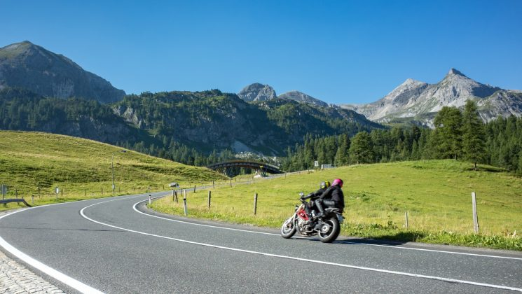 Saisonkennzeichen fürs Motorrad – Vorteile und Voraussetzungen. Sparen mit einem Saisonkennzeichen