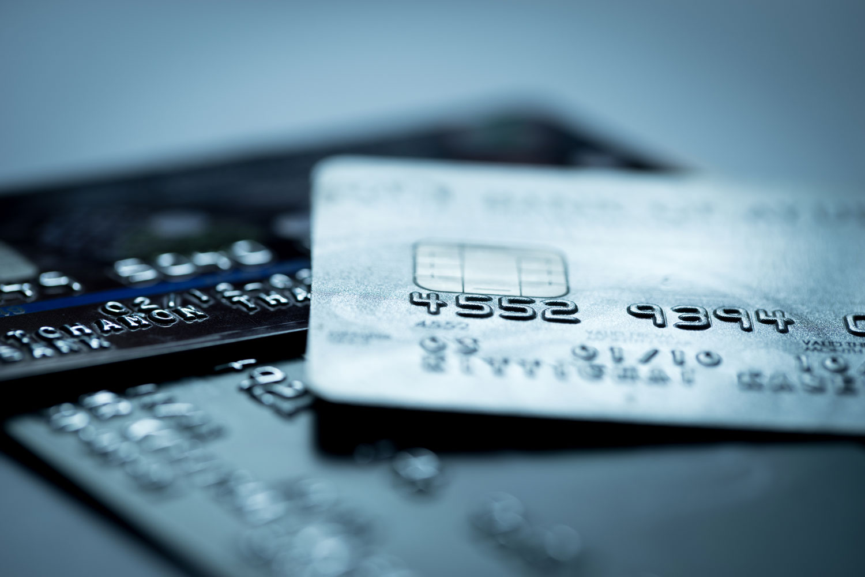 Manche Kartenanbieter bieten Kreditkarten mit Startguthaben für Neukunden
