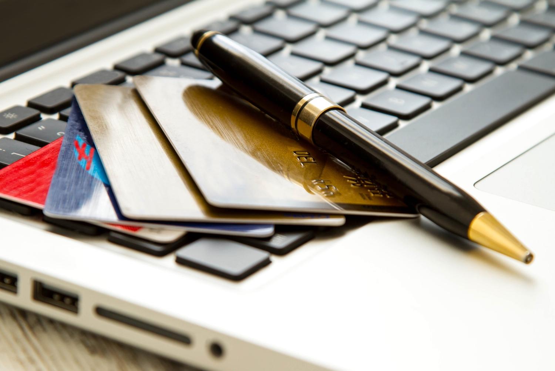 Die Hanseatic Bank bietet zwei Kreditkarten an : die GenialCard und die GoldCard