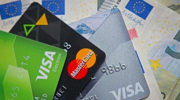 Viele Anbieter bieten auch Prepaid-Kreditkarten und einfache Debit-Cards an