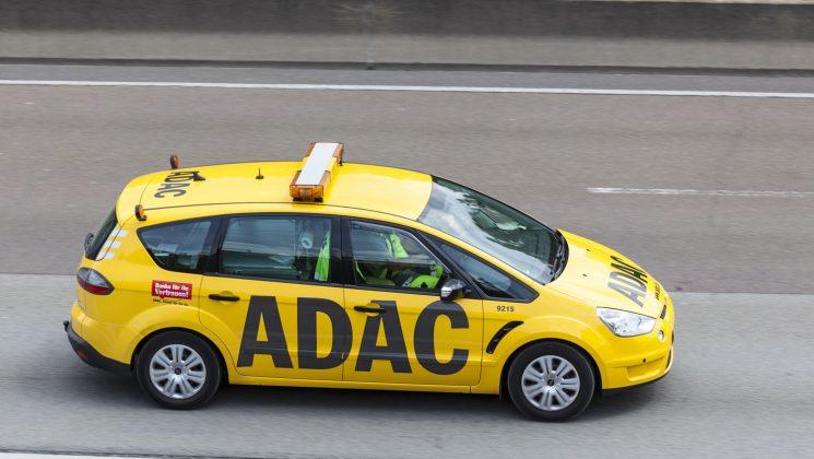 ADAC Kreditkarte: Gold, Silber oder Prepaid. Der ADAC bietet drei unterschiedliche Kreditkarten an