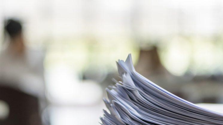 Das Anschreiben: Einleitungs- und Schlusssatz. Ein Personaler liest oft unzählige Bewerbungen am Tag - individuelle Formulierungen stechen positiv heraus