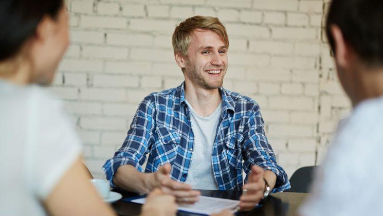 Die Kurzbewerbung – mit diesen Tipps und Tricks wird sie perfekt. Bei einer Kurzbewerbung muss man mit Anschreiben und Lebenslauf überzeugen