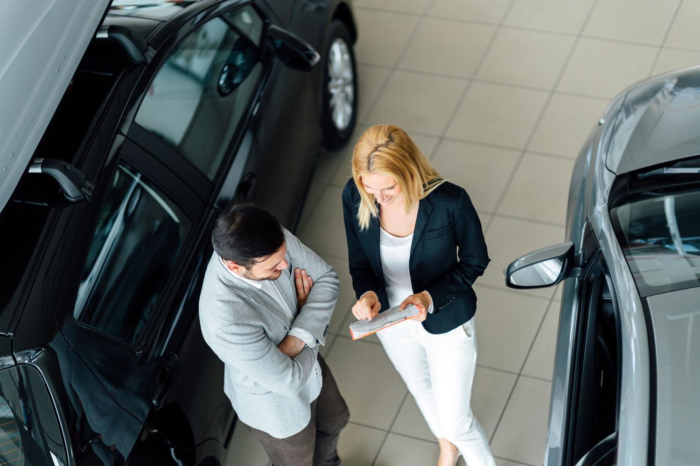 Das neue Auto mit einem Autokredit mit Schlussrate finanzieren.