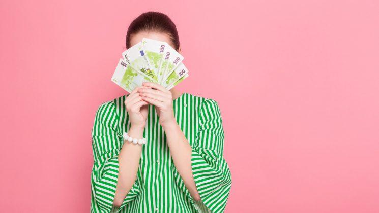 Werkstudenten-Gehalt: So viel verdienen Werkstudenten. Das Werkstudenten-Gehalt kann hoeher sein als ein Minijob-Gehalt