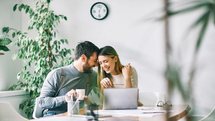Was Ehepaare über die Zusammenveranlagung wissen müssen. Bei der Zusammenveranlagung werden alle Einkuenfte eines Paares zusammen versteuert